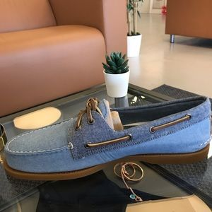 Sperry 2 eye brand new with defects Glue stain